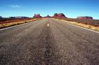 Una carretera, el viaje a la felicidad.
